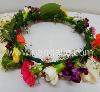 Diadema para boda con flores primaverales