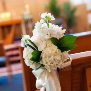 Decoración floral de silla para boda