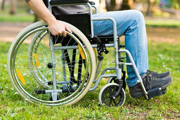車椅子のタイヤを交換