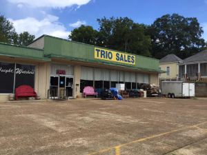 Trio Sales, near the intersection of Bankhead Street and Central Avenue, was the target of an armed robbery Tuesday afternoon.