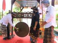 Hadiri Pengukuhan Pasemetonan Ageng Trah Arya Kuthawaringin, Wagub Cok Ace Ingatkan Spirit Sapu Lidi
