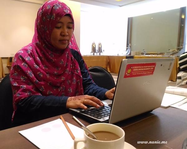 Saya dan laptop ASUS Ul20A andalan :))