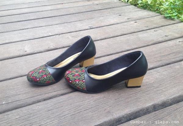 memilih sepatu pantofel wanita