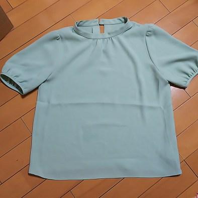 airCloset(エアクロ)から届いた服。ミントグリーンのブラウス。