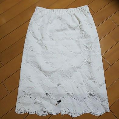 airCloset(エアクロ)から届いた服。白の総レースのスカート