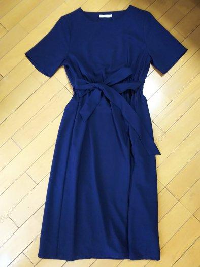 airCloset(エアクロ)から届いた服。紺のワンピース。