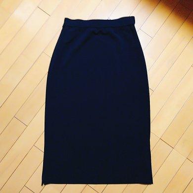 airCloset(エアクロ)から届いた服。黒いロングタイトスカート