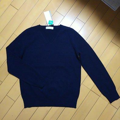 紺のカシミアのセーター