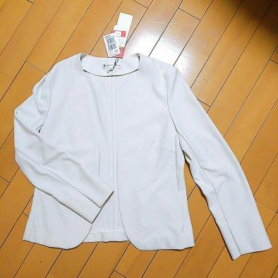 白系のジャケット(今回買ったもの)
