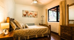 Nannup Bush Retreat - Beautiful parental bedroom with queen size bed