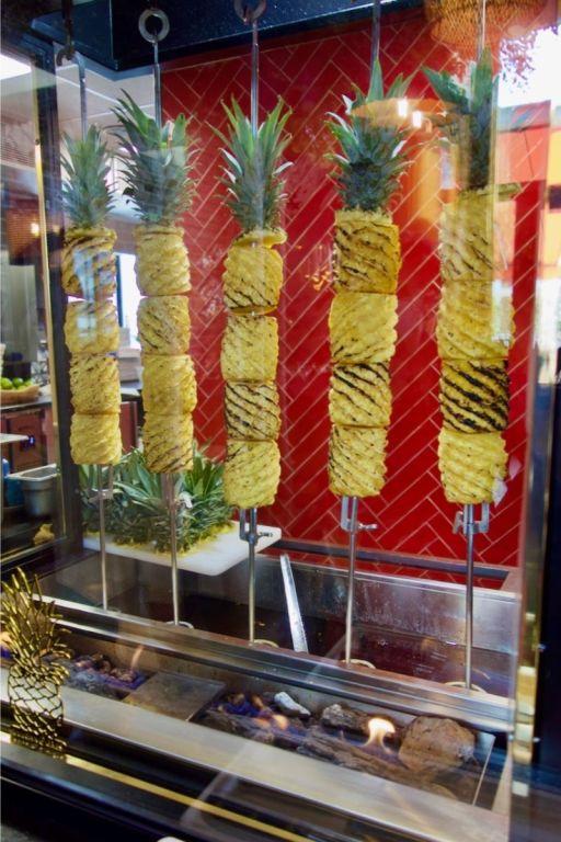 ananas rôtis à la broche chez bahia tikka