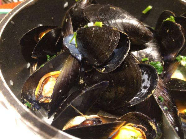 パリジャンにも人気のLeon de Bruxellesでバケツ一杯のムール貝を食す!@フランス【海外グルメ情報】