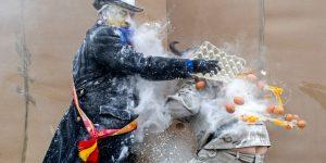 Мука и яйца - оружие восставших