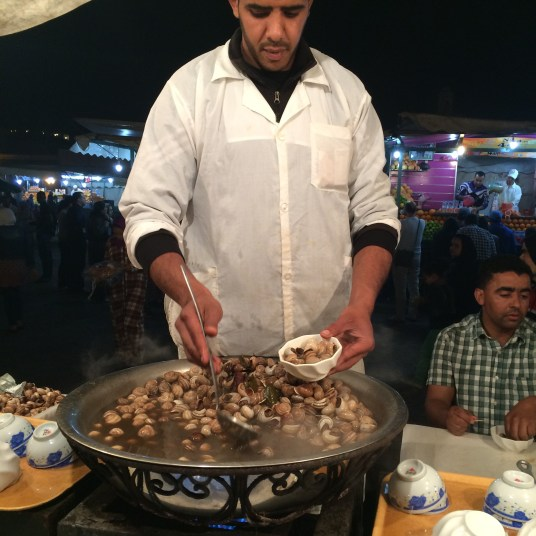 Sopa de caracol na praça Jemmaa El Fna em Marrakech