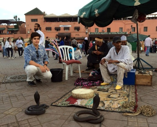 Encantadores de Serpentes da Praça Jemaa El Fna em Marrakech