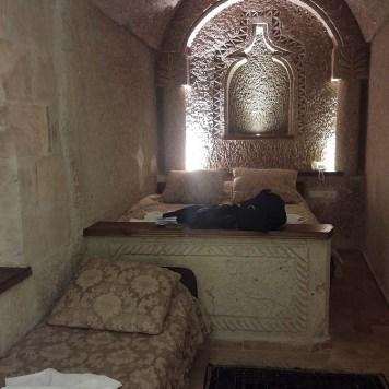 hotel_hidden_cave_capadocia_cama_toalha