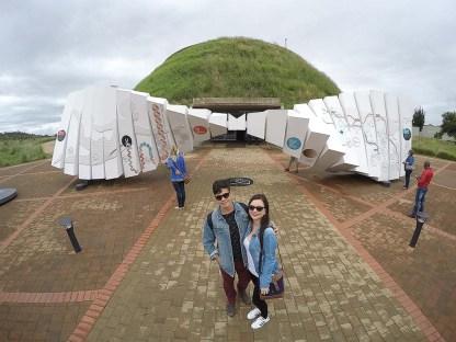 Rodrigo e eu na entrada do Maropeng Visitor Centre