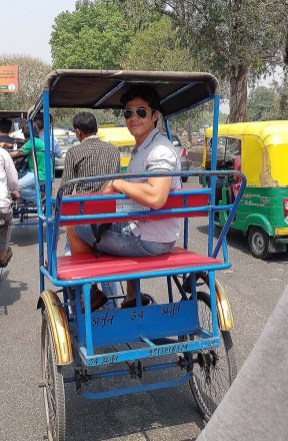 Rodrigo no rickshaw em Old Delhi.