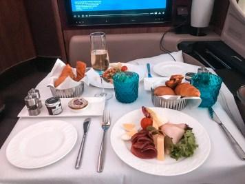 Café da manha primeira classe Qatar Airways