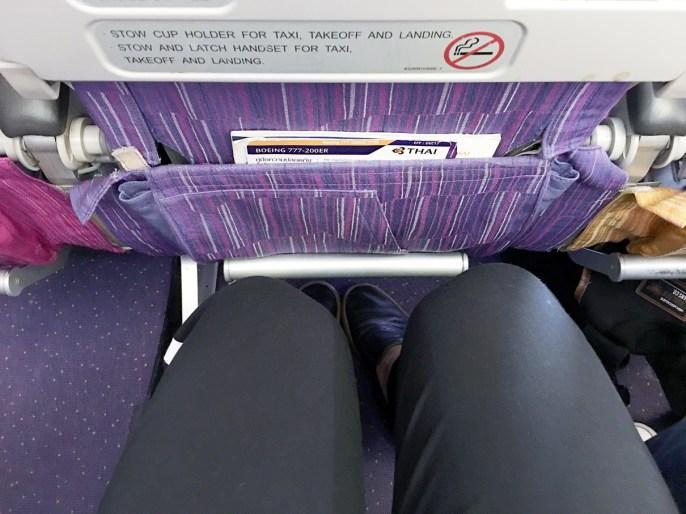 Espaço para os pés: Classe econômica Thai Airways 777-200ER