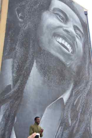 Bob Marley - referência musical do bairro. Técnica utilizado dá a sensação de 3D