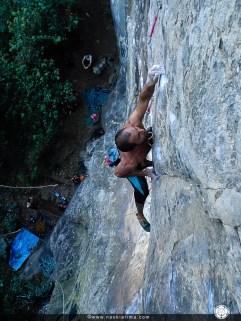Toni escalando na Pedra da Divisa (SP). 2006
