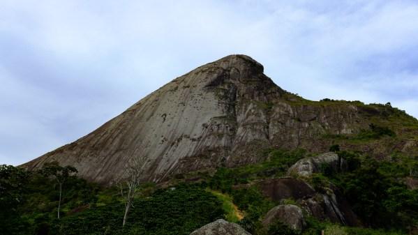 Pedra da Freira - Freira de Biquini (3o, IV, D1, E2, 310m)