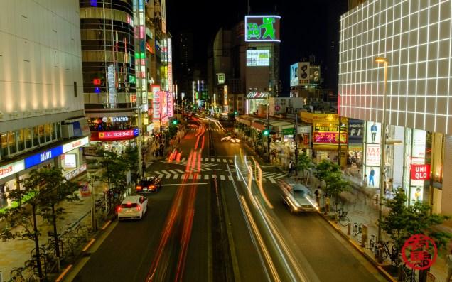 Noite multi-colorida de Tokyo