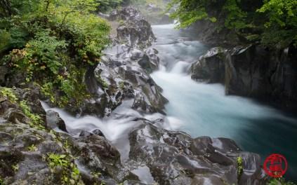 Rio que corta o abismo de Kanmangafuchi.
