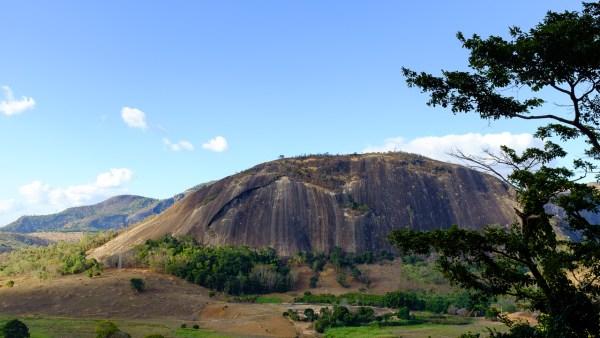 Pedra da Lajinha de Itaguaçu -  Castanha Aberta (3o, VI, D1, E3, 225m)