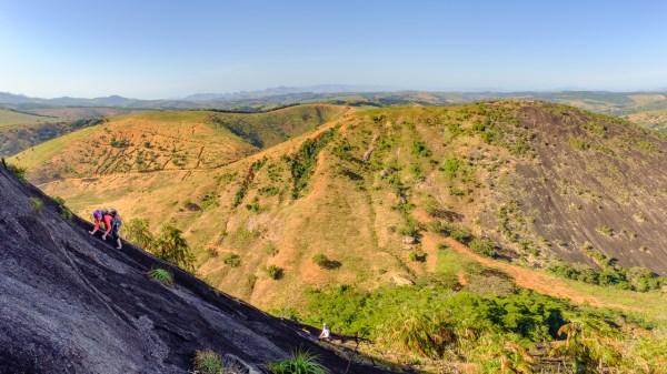 Pedra Bela Aurora - Via Sorte no Azar (4o, V SUP, E3, D2, 350m)