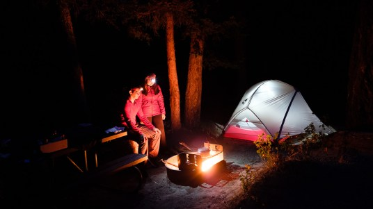 Acampamento numa noite fria.