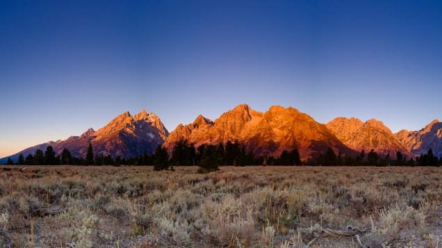 Amanhecer nas montanhas.