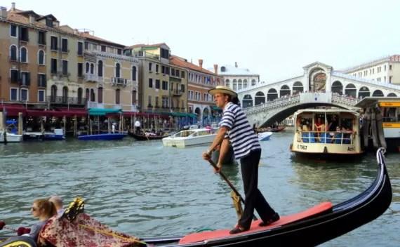 Passeio de gôndola em Veneza – romântico ou descolado?