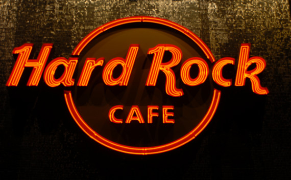 Onde fica o menor Hard Rock Cafe do mundo?