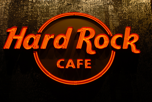 Onde fica o menor Hard Rock Cafe do mundo?