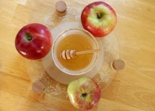 Traditioneel worden ook in het Hospice met Joods Nieuwjaar appels met honing gegeten / foto Flickr, ForestForTrees