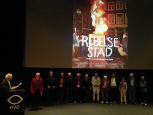 Alle oud-provo's. Links, in rood jasje, Roel van Duijn, oprichter van Provo (Foto: Doortje Smithuijsen)