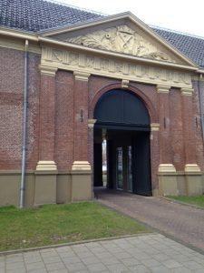 Voormalige poort van het marineterrein (Foto: Doortje Smithuijsen)