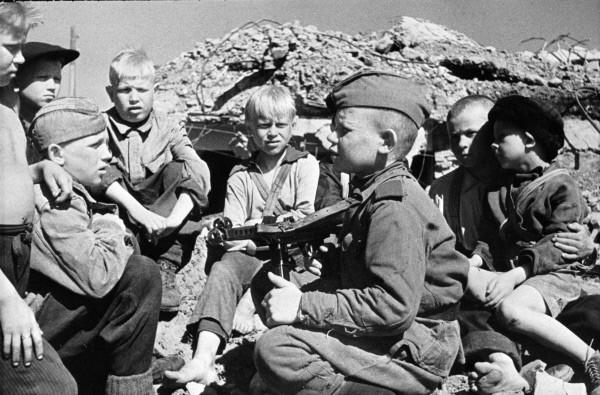 Прошлась по детству война