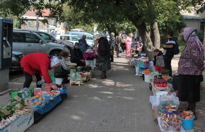 бабушки уличная торговля