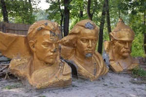 Памятники советской эпохи свозят в музей тоталитаризма (ФОТО)