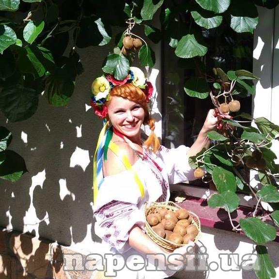 Ужгородчанка успешно выращивает в своем саду киви и маракуйю