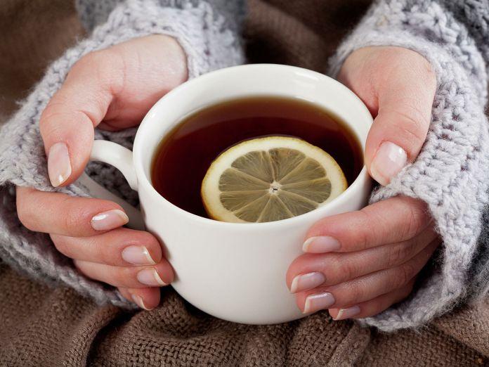 Медики объяснили, когда горячий чай противопоказан