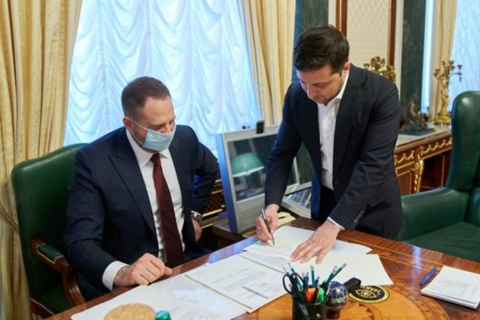 Президент подписал закон о продаже сельхозземель