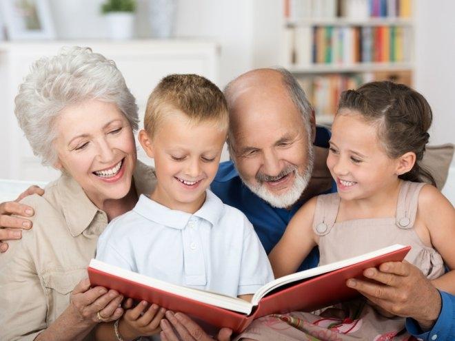 Хочу к бабуле: должны ли бабушки и дедушки участвовать в воспитании внуков?