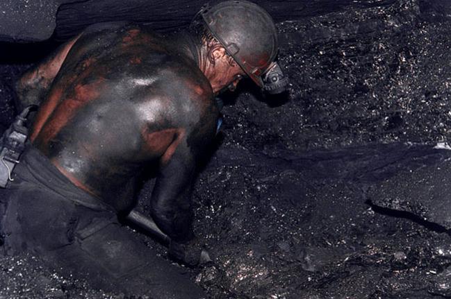 Правительство уволит тысячи шахтеров пенсионеров