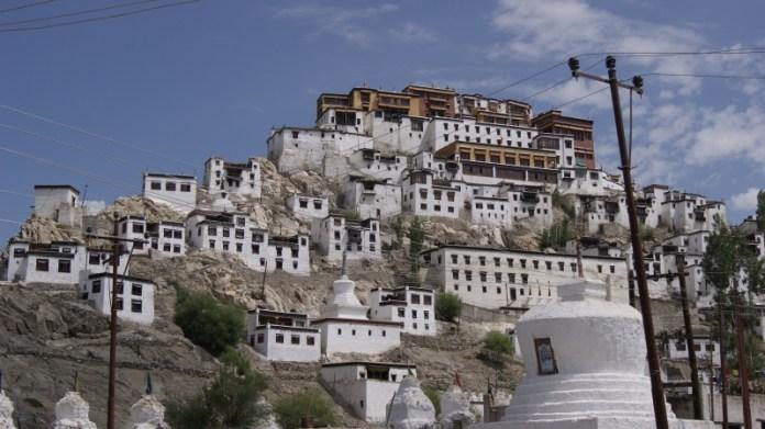 Буддистские монастыри: камни Чингисхана и обитель духов