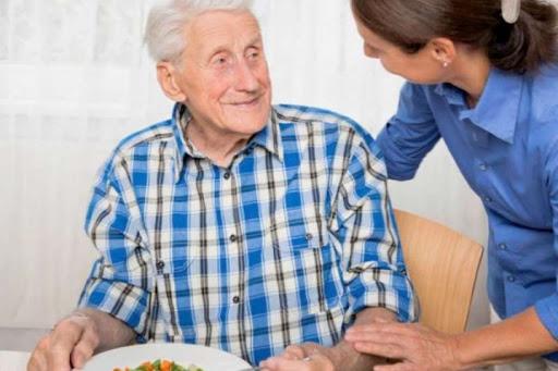 Кто может стать опекуном пожилого человека?