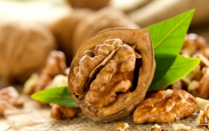 Не повредят ли желудку грецкие орехи?